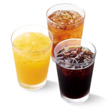 アイスコーヒーMサイズ・アイスティー キャンディ茶葉(レモン/ミルク)Mサイズ・100%オレンジジュースMサイズ いずれか1つ